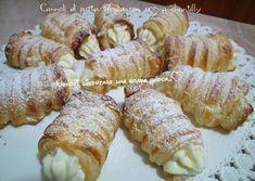 Cannoli+di+pasta+sfoglia+con+crema+chantilly Cannoli, Cream Horns, Biscotti, Sushi, Sausage, French Toast, Muffins, Deserts, Dairy