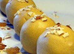 Indian Sweets: Besan ladoo