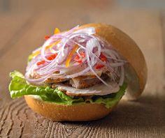 Rica butifarra limeña La butifarra es un sándwich propio de la gastronomía peruana, elaborado en base a un preparado especial de carne de cerdo, este po