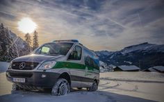 Ready to get you out of trouble. The Mercedes-Benz Sprinter 4x4 for the Austrian Mountain Rescue.