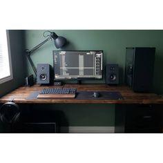 A super clean, modern setup! B- Ein super sauberes, modernes Setup! B A super clean, modern setup! Computer Desk Setup, Gaming Room Setup, Pc Desk, Pc Setup, Computer Workstation, Work Desk, Home Office Setup, Home Office Design, Office Style