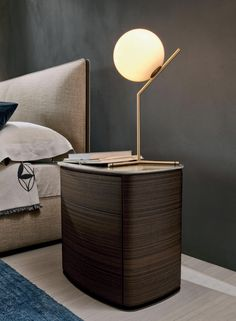 4040 is a generously proportioned bedside unit and an ideal companion for the wide range of beds offered by Molteni&C. Luxury Bedroom Furniture, Cool Furniture, Bedroom Decor, Master Bedroom, Bedside Table Design, Bedside Table Lamps, Mirrored Nightstand, Nightstand Ideas, Drawer Design