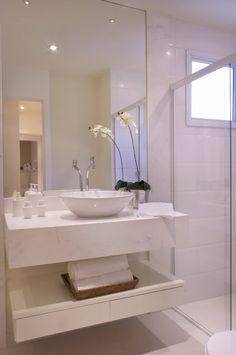 Banheiro sem armário simple.. preciso um pouco mais espaço pra colocar coisas