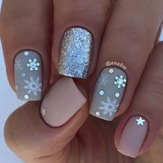 Nail art is a very popular trend these days and every woman you meet seems to have beautiful nails. It used to be that women would just go get a manicure or pedicure to get their nails trimmed and shaped with just a few coats of plain nail polish. Snowflake Nail Design, Snowflake Nails, Christmas Nail Art Designs, Holiday Nail Art, White Snowflake, Xmas Nail Art, Nails With Snowflakes, Winter Nail Designs, Christmas Design