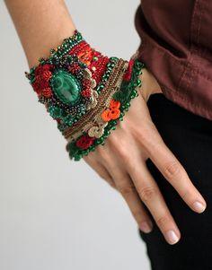 crochet cuff bracelet Inspiracion ♪♪Teresa Restegui http://www.pinterest.com/teretegui/♪♪