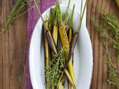 Gebratene Möhren mit herzhaftem Dip ist ein Rezept mit frischen Zutaten aus der Kategorie Dips. Probieren Sie dieses und weitere Rezepte von EAT SMARTER!