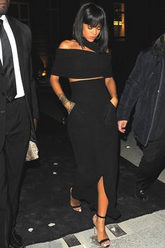Simplicity Is The Keynote Of All True Eleganceॐ Rihanna Style 2014, Rihanna 2014, Rihanna Street Style, Rihanna Riri, Rihanna Looks, Rihanna Outfits, Rihanna Photos, Rihanna Black Dress, Rhianna Fashion