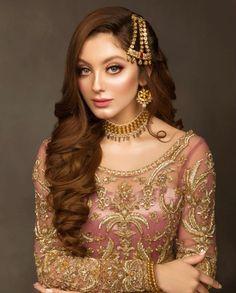 Asian Bridal Dresses, Hijab Wedding Dresses, Disney Wedding Dresses, Pakistani Bridal Dresses, Bridal Outfits, Pakistani Bride Hairstyle, Pakistani Hair, Hijab Bride, Pakistani Bridal Jewelry