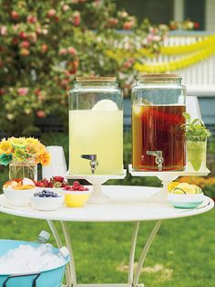 A low-maintinence way to serve #drinks at your next party so you can get out there and mingle with your friends! #outdoordecor #summer