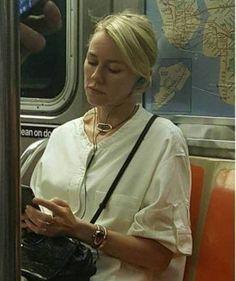 Naomi Watts en el metro. (Instagram)