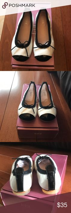 Girls Bloch Black/White Luxury Shoes Size 24 Little Girls Bloch Black/White Luxury Shoes Size 24, Great Condition. Slip On Flat Shoes Bloch Shoes