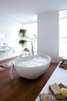 These complete bathroom sets are so recommended to buy based on their quality and design. Complete Bathroom Sets, Big Bathtub, Bath Tub, Freestanding Bathtub, Bathroom Bath, Large Baths, Bathroom Interior Design, Bath Design, Beautiful Bathrooms