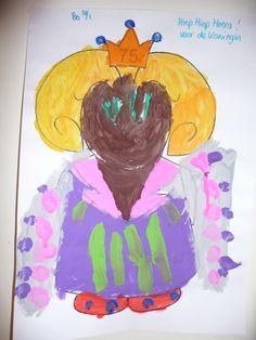 Map juf Ineke: het koningshuis. De kinderen verven Beatrix en geven haar ook een mooie mantel.