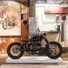 """Unreal customs at this year's show. Digging @spiritlakecycles 1979 BMW R90/6.  Photo 