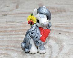 Sweet Friends Art Design Handmade Polymer by SweetFriendsES Polymer Clay Sculptures, Polymer Clay Animals, Cute Polymer Clay, Cute Clay, Polymer Clay Projects, Polymer Clay Charms, Polymer Clay Creations, Sculpture Clay, Handmade Polymer Clay