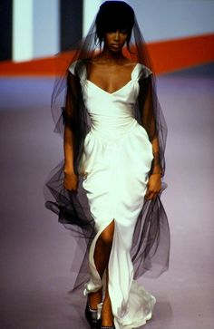 KARL LAGERFELD FALL/WINTER 1995 MODEL : Naomi Campbell