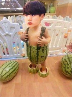 Bts Memes Hilarious, Bts Funny Videos, Bts Jungkook, V Chibi, Bts Funny Moments, Bts Meme Faces, Jung So Min, Bts Face, Foto Jimin