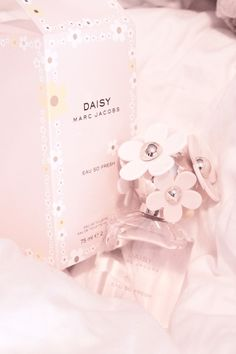 <3 daisy by marc jacobs