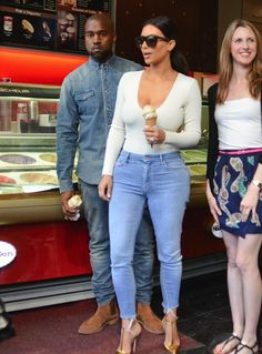 Kanye-Balmain-Denim-Shirt-Paris.jpg 635×861 pixels