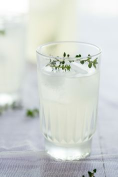 Oh the lovely things: Thyme Lemonade (Guest Post by Emily)