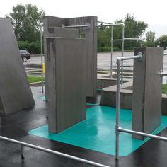 Vi har leveret de mange forskellige betonelementer til legepladsen foran Bjerringbro Idrætspark Aarhus