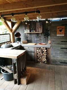 Outdoor kitchen - rustic yet cozy! Great outdoor kitchen in the garden . - Outdoor kitchen – rustic yet cozy! Great outdoor kitchen in the garden – furnishing ideas - Rustic Outdoor Kitchens, Outdoor Kitchen Bars, Backyard Kitchen, Outdoor Kitchen Design, Rustic Kitchen, Kitchen Ideas, Kitchen Decor, Kitchen Tile, Kitchen Counters