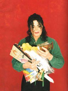 Michael chega para todos e ainda sobra para as gerações seguintes ღ todos deveriam amar esse lindo! --- Carla Mmjking