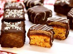 Mézes dominó kocka recept: Van az a dominó néven kapható kicsit mézeskalácsos, kicsit zselés, kicsit marcipános süti. Ez nagyon hasonló hozzá és persze nagyon finom is. :) Pici türelmet igényel az elkészítése, de megéri kipróbálni. :)