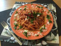 Pasta mit Meeresfrüchten  Ein Gericht mit Urlaubsfeeling!  Rezept findet ihr im Link! Ethnic Recipes, Link, Food, Seafood Boil, Easy Meals, Simple Appetizers, Meal, Essen, Hoods