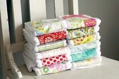 super easy burp cloths using fabric scraps and prefold cloth diapers - Love it for a baby gift.