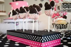 oreo party decorations | Minnie Mouse Birthday Party Ideas / From my party! Oreo cookie pops!
