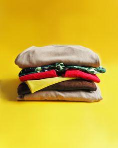 Pikamuoti on yksi aikamme suurimmista saastuttajista. Pikamuodilla tarkoitetaan halpoja ja trendikkäitä vaatteita, joita kuluttaja yritetään saada ostamaan jatkuvasti edullisten hintojen ja aggressiivisen markkinoinnin avulla. Panosta kestäviin, laadukkaisiin vaatteisiin ja irtaudu shoppailusta harrastuksena. Picture: hamburger made of clothes. #ilmastonmuutos #kestäväkehitys #ilmastoteko #ekoteko #konkreettinen #climatechange #sustainability #artdirection #stilllifephotography #stilllife Bags, Fashion, Handbags, Moda, Fashion Styles, Fashion Illustrations, Bag, Totes, Hand Bags