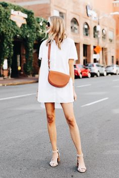 15 Minimalist Outfit Ideas Perfect for Summer Fashion Moda, Look Fashion, Trendy Fashion, Womens Fashion, Trendy Style, Korean Fashion, Spring Fashion, Vintage Fashion, Fashion Music