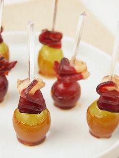Une recette de raisin caramélisé et magret pour voir venir tranquillement l'automne à l'heure de l'apéritif. Rapide et originale... laissez vous séduire!
