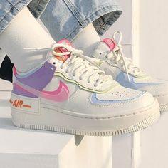 Jordan Shoes Girls, Girls Shoes, Women Nike Shoes, White Nike Shoes, Best Jordan Shoes, Shoes For Teens, Retro Nike Shoes, Womens Nike Trainers, Cool Nike Shoes