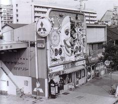 Tenjô Sajiki Building in Shibuya, façade design by Awazu Kiyoshi