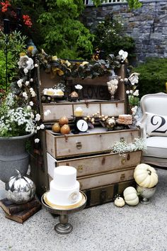 Vintage cake stands, scales, trays, vases, books & accessories for your fall wedding! Get #vintage #decor here ...