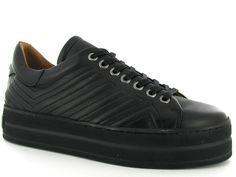 Zwarte platform sneakers van het merk Via Vai, model 4920101-00. Nieuwe collectie! #fallwinter #sneaker #shoes #viavai #nieuwecollectie #platform