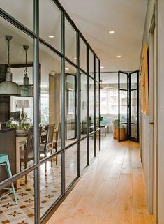 Une nouvelle décoration pour une designer espagnole - PLANETE DECO a homes world Glass Chair, Steel Doors And Windows, Glass Room Divider, Iron Doors, Interior Architecture, Sweet Home, New Homes, House Design, Home Decor
