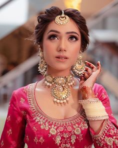 51 Most Beautiful Indian Bridal Makeup Looks and Clothing Ideas - Dulhan Images - AwesomeLifestyleFashion Bridal Hairstyle Indian Wedding, Indian Wedding Makeup, Bridal Hair Buns, Indian Bridal Hairstyles, Indian Bridal Fashion, Bride Hairstyles, Desi Wedding, Pakistani Bridal Makeup, Wedding Hijab