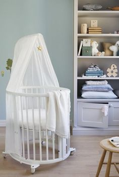 Stokke Sleepi Mini Crib in White Round Baby Cribs, White Baby Cribs, Small Crib, One Bed, Mini Crib, Mother And Baby, Little Girl Rooms, Cool House Designs, Nursery Room