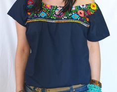 Mexican blouse, hand-embroidered robe, beautiful colorful me Mexican Shirts, Mexican Blouse, Mexican Outfit, Mexican Style, Indie Fashion, Fashion Outfits, Mexican Fashion, Pinterest Fashion, Embroidered Blouse