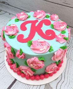 Would like a MODIFIED version of this cake.... Pretty Cakes, Cute Cakes, Beautiful Cakes, Amazing Cakes, Buttercream Cake, Fondant Cakes, Cupcake Cakes, Round Birthday Cakes, Floral Cake
