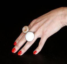 Shell Ring, Handmade Ring, Adjustable Ring, Summer, Artigianale, Anello Donna, Conchiglia, Bianco/Beige , Metallo Argentato, Regolabile di BeHappieWorld su Etsy