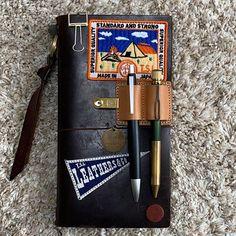 エンツォさんはInstagramを利用しています:「そろそろ革のメンテナンスしようかな⁉︎ #genten #napvillage #tsl #thesuperiorlabor #travelersnote #トラベラーズノート #トラベラーズノートキャメル #トラベラーズノートブラウン #ザシュペリオールレイバー…」 Bullet Journal Cover Ideas, Bullet Journal Quotes, Bullet Journal Mood, Bullet Journal Inspiration, Leather Notebook, Leather Journal, Travelers Notebook, Bujo, Cool Journals