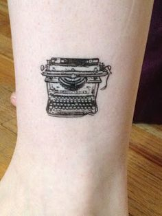 typewriter tattoo - all work and no play makes jack a dull boy Cliche Tattoo, Type Tattoo, I Tattoo, Piercings, Typewriter Tattoo, Literary Tattoos, Tattoo Feminina, Little Tattoos, Vintage Typewriters