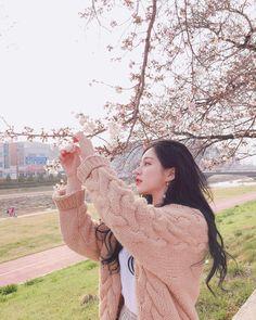 Korean Fashion – How to Dress up Korean Style – Designer Fashion Tips Korean Beauty Girls, Pretty Korean Girls, Cute Korean Girl, Asian Beauty, Asian Girl, Ulzzang Girl Fashion, Ulzzang Korean Girl, Ullzang Girls, Cute Girls