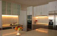 kitchen cabinet lighting | Kitchen undercabinet LED lighting. Credit: Coolon Lighting