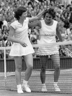 The writer returned a Wimbledon outfit to Billie Jean King and preserved a bond that had little to do with sports. Billie Jean King, Tennis Bag, Roger Federer, Wimbledon, Childhood Memories, Fitness Inspiration, Ballet Skirt, Unisex, Stylish