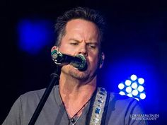 Copyright Lou Raimondi Photography. Gary Allan at Country Fair, Verizon Wireless Amphitheater, October 18, 2014.